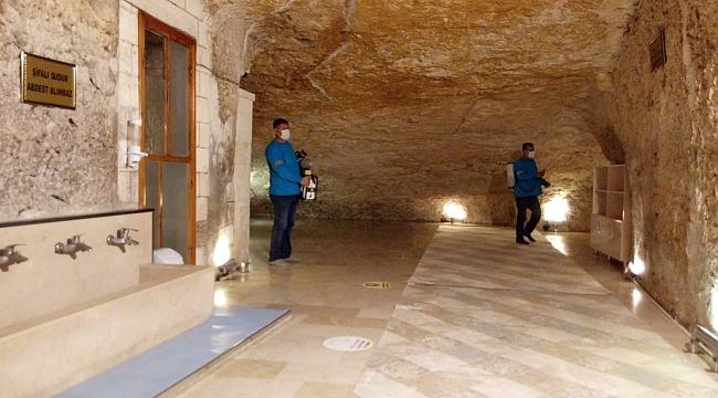 Tarihi mağaraya mermerden çeşme yaptılar