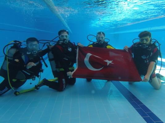 Belediye personellerine tüplü dalış eğitimi verildi