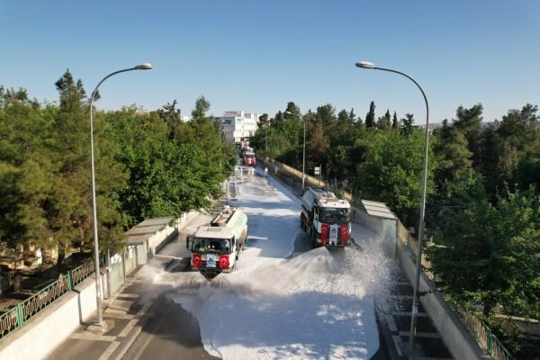 Eyyübiye Belediye ekipleri caddeleri dezenfekte etti