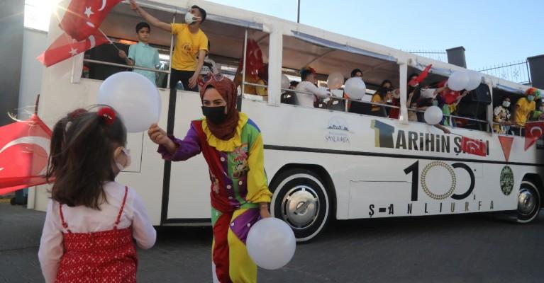 Sanat otobüsü Urfalı çocuklar için yollardaydı