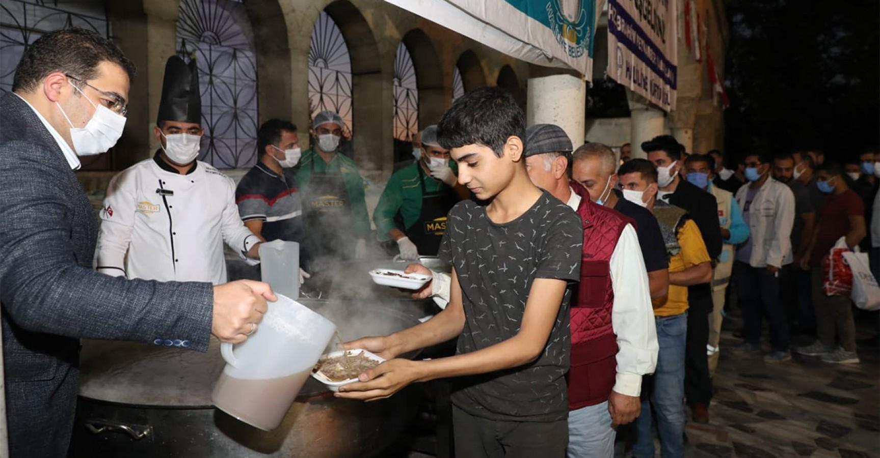 Şanlıurfa'da binlerce vatandaşa tirit ikramı