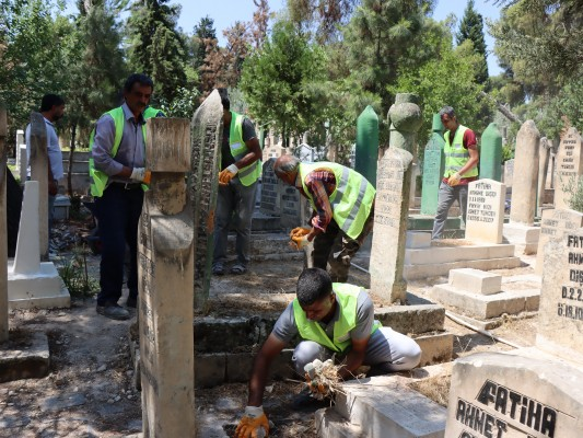 Mezarlıklarda bakım - onarım ve temizlik çalışması yapıldı