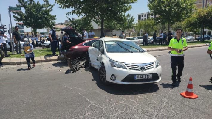 Şanlıurfa'da otomobiller çarpıştı: 7 yaralı